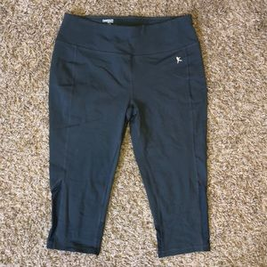 Fitted danskin capris